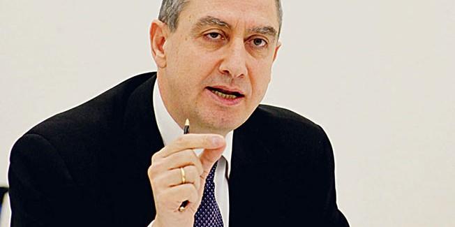 Απειλεί τους δημάρχους ο Μιχελάκης για τις μονιμοποιήσεις συμβασιούχων –