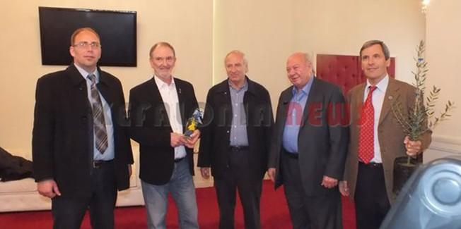 Αρκετούς εκπροσώπους υποδέχθηκε ο Δήμαρχος με βοήθεια αλληλεγγύης προς την Κεφαλονιά.