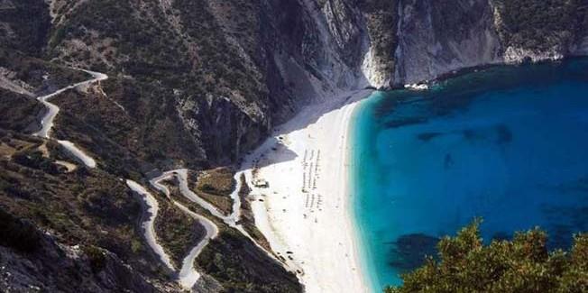 Paris Match: Ο Μύρτος ανάμεσα στις 10 πιο  όμορφες παραλίες.