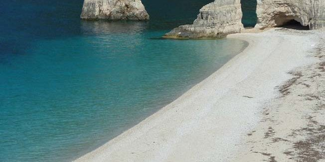 Μια πανέμορφη παραλία με βότσαλο….