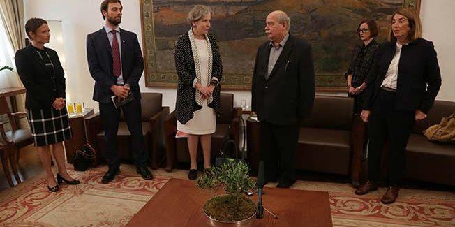 Συνάντηση του Προέδρου της Βουλής με την Αντιπρόεδρο της Διεθνούς Επιτροπής του Ερυθρού Σταυρού