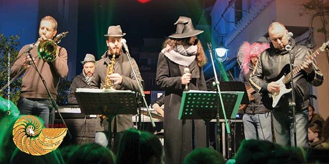 """Το ζεστό ρακόμελο και οι ερωτικές μελωδίες της """"The Pergamondo Band"""""""