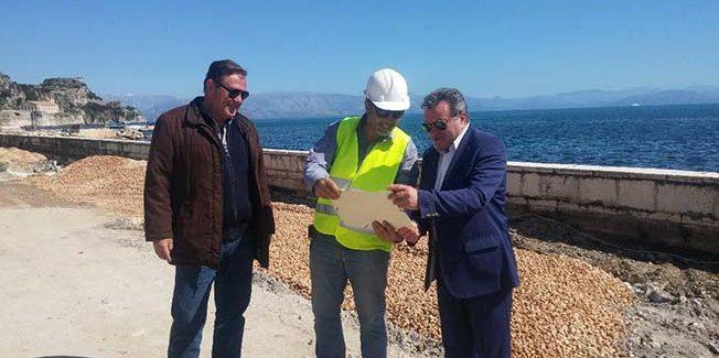 Τις  εργασίες για την αποκατάσταση της παραλιακής οδού της Γαρίτσας, στην Κέρκυρα, επίβλεψε ο Περιφερειάρχης  Θεόδωρος Γαλιατσάτος