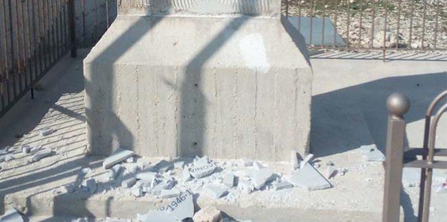 Βεβήλωσαν το μνημείο πάνω στον Αίνο.