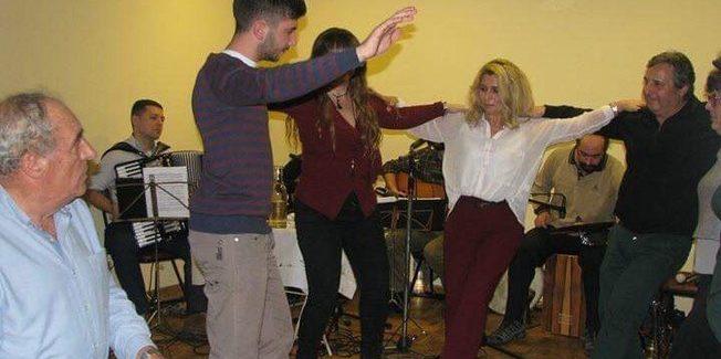 Χορός, κρασί και μπουρμπουρέλια  από  την Αδελφότητα Πειραιά…