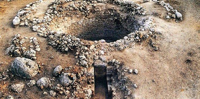 Το 1994  στην  Κοργαλένειο Βιβλιοθήκη ξεκινούσε η μεγάλη περιπέτεια του Θολωτού Τάφου των Τζανάτων