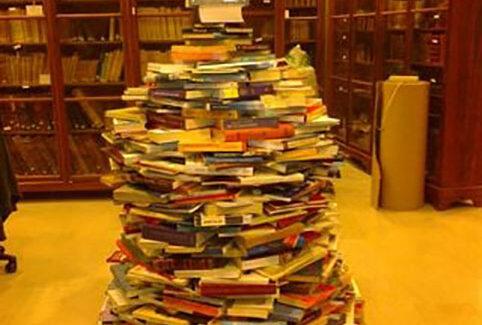 Ευτυχισμένη και δημιουργική η νέα χρονιά από την Ιακωβάτειο Βιβλιοθήκη.