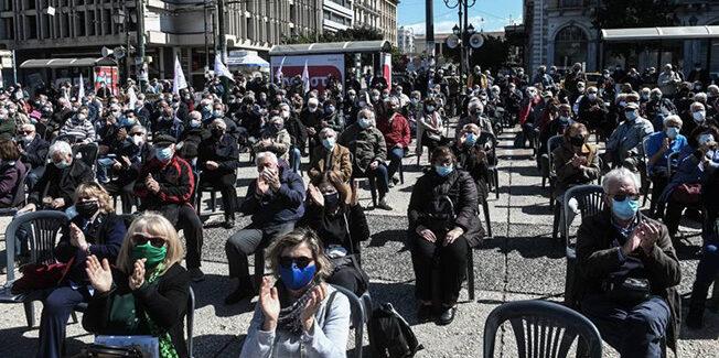 Μαζική διαμαρτυρία συνταξιούχων στην Κλαυθμώνος [ Φωτογραφίες & Βίντεο ]