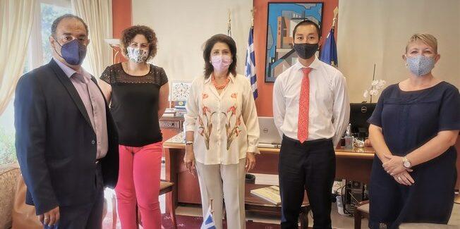 Ρόδη Κράτσα-Τσαγκαροπούλου σε Γραμματέα Α' της Βρετανικής  Πρεσβείας στην Ελλάδα