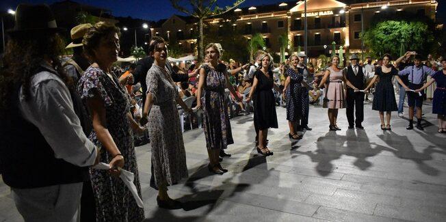 Ξεκίνησε η Εβδομάδα Λαϊκού Πολιτισμού στην Πλατεία Αργοστολίου
